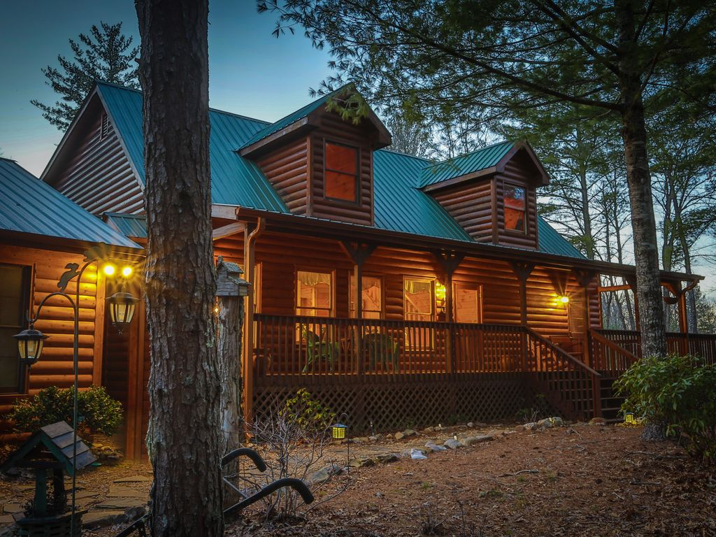 Very private 5bed luxury lodge fire pit hot tub media for Luxury pet friendly cabins in north georgia