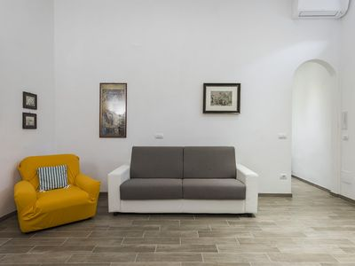 Photo for Serenity apartment in Oltrarno with WiFi & integrated air conditioning.