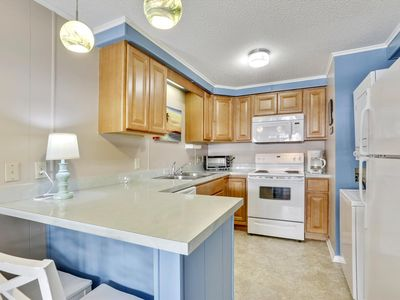 Photo for FREE DAILY ACTIVITIES!!! LINENS INCLUDED*! OCEAN BLOCK!! Cute one bedroom, one bath unit, ocean block conveniently located close to Convention Center, shopping and restaurants.