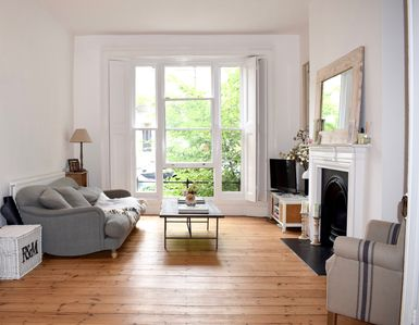 Photo for Beautiful airy 2 bed/2 bath in Kentish Town