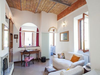 Photo for TRASTEVERE - Delightful apartment with WiFi and A / C in the heart of Rome