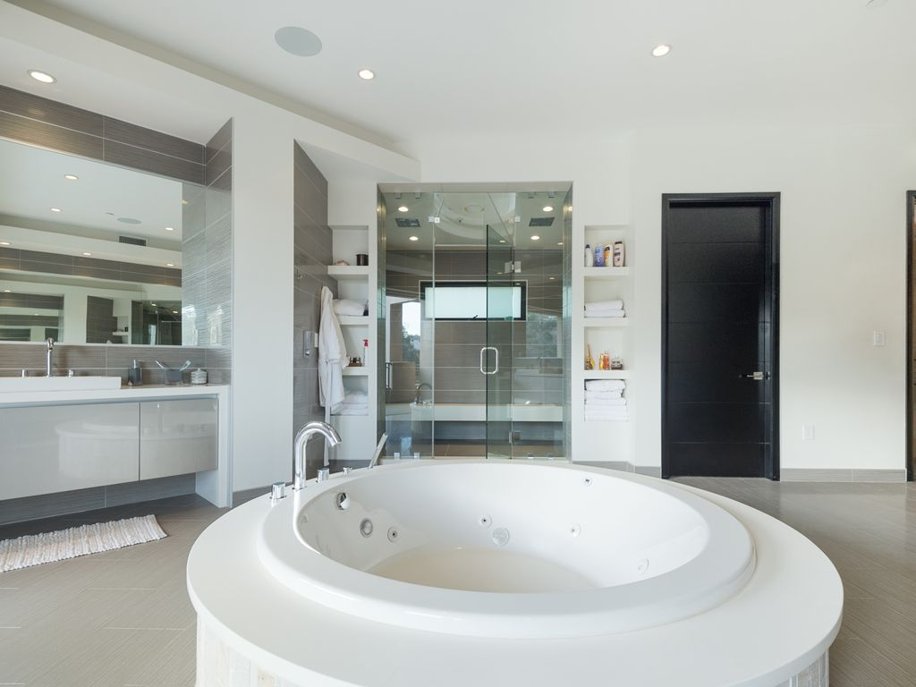 Property Image#21 A 7 Bedroom Gated Architectural Masterpiece. Crown Jewel  Of Hollywood