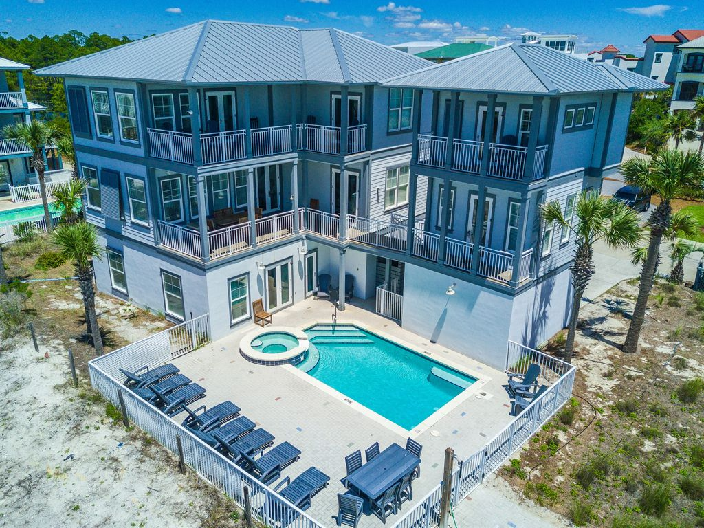 la luna heart luxury home and carriage house right on the beach perfect for big families 2 kitchens incredible private pool and hot tub - Big Mansions With Pools On The Beach