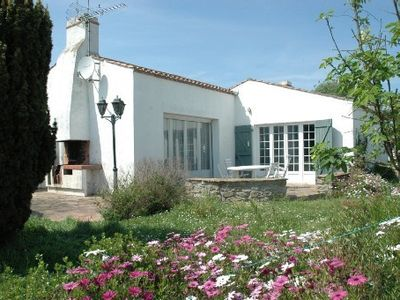 Photo for Nice villa, large enclosed garden, 100 yards away from the beach