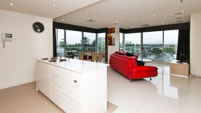 "Photo for ""LIBERTY 727"" - Modern 3 bedroom Apt near Jetty Road with views"