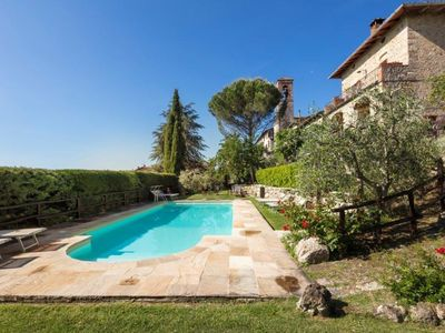 Photo for Nice apartment for 3 people with WIFI, pool, TV, pets allowed and parking, close to San Gimignano