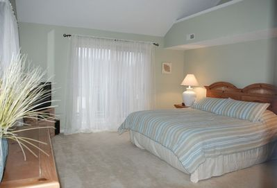 """Mstr king size bed -Spacious w/bath, 32"""" flat screen TV/DVD/VHS & access to deck"""