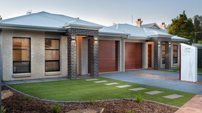 """Photo for """"Renmark River Villas - 48B James Ave (with pool)"""