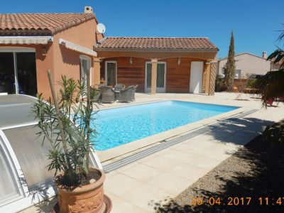 Photo for Single storey villa with aircon and private swimming pool in the lively village of Aigues Vives