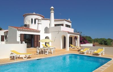 Photo for 3 bedroom villa set in an acre of land near Carvoeiro.
