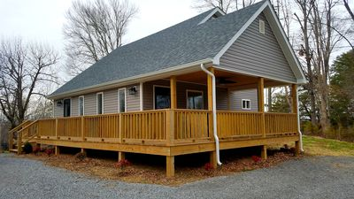 NEW! Lake House Hideaway #2-Only 1 Mile above Jamestown Marina!