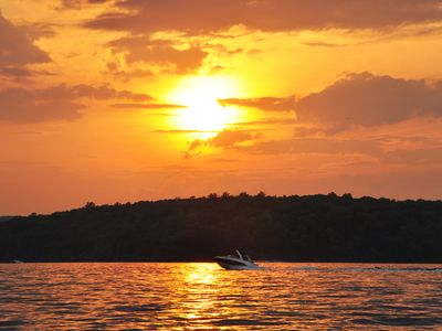 BEST SUNSETS ON  WALLENPAUPACK - LAKEFRONT Chalet W Dock/AC - Private