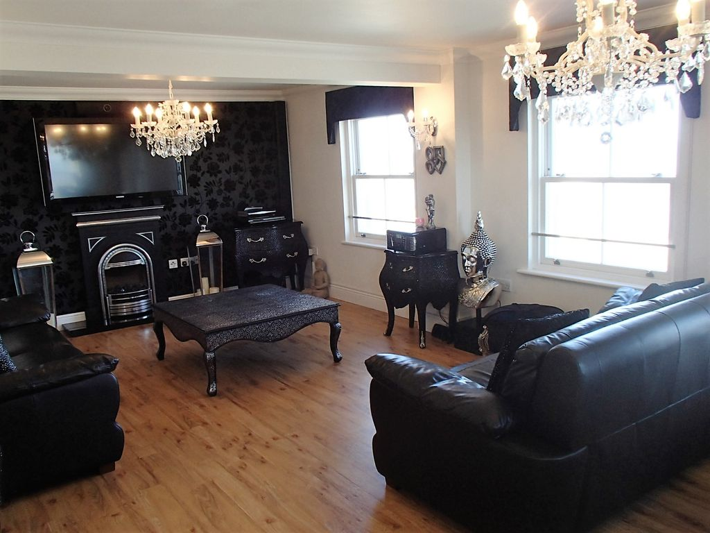 Seafront Penthouse: Bay View Holiday Luxury Penthouse Herne Bay Kent ...