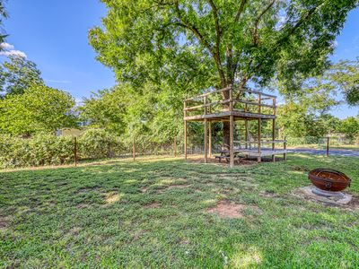 Photo for Dog-friendly home with full kitchen, backyard firepit & pergola, WiFi, W/D.