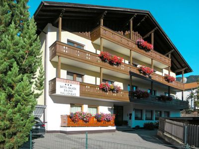Photo for 14 bedroom Apartment, sleeps 28 with FREE WiFi and Walk to Shops