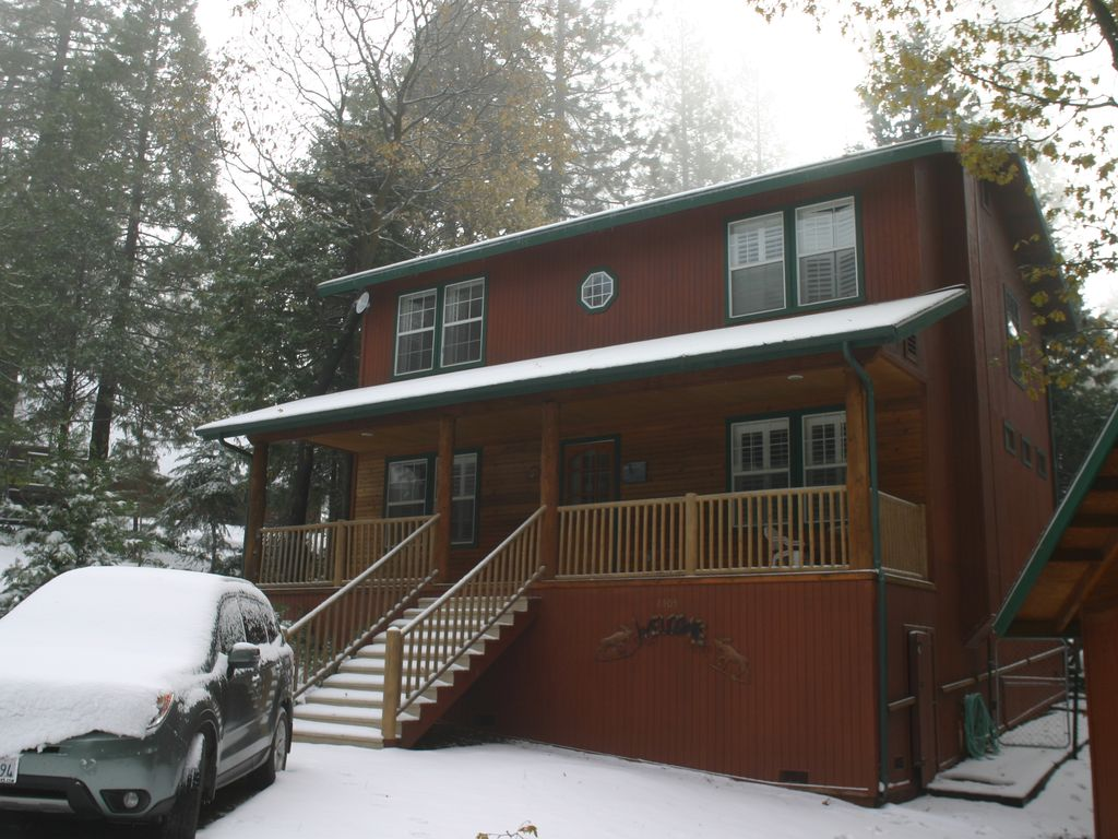 parks lodges canyon in area cabins hotels sequoia national within four operate lodging at kings park