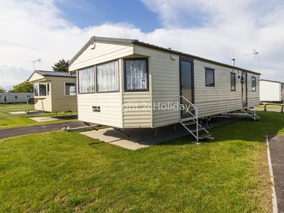 Photo for 10 berth static caravan for hire at Seawick holiday park in Essex. ref 27035HV