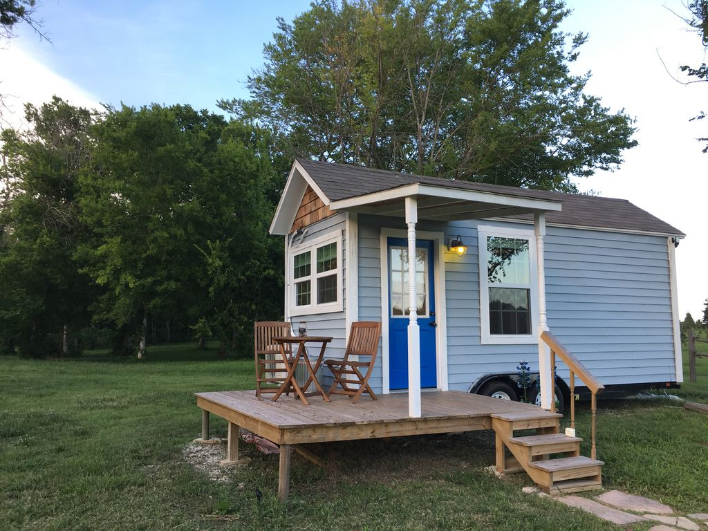 holiday acres tiny house on wheels manvel texas rentals and resorts. Black Bedroom Furniture Sets. Home Design Ideas