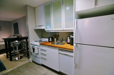 Fully stocked kitchen, great for eating in.