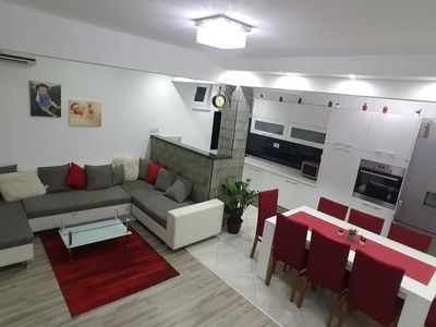 Photo for Three bedroom apartment with air-conditioning Podstrana (Split)