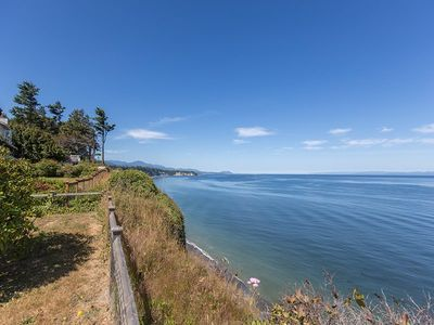 Bluff House  Amazing views of the Strait of Juan de Fuca, migrating whales and eagles.