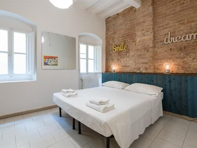 Photo for Comfortable and welcoming apartment in the heart of the Santo Spirito district