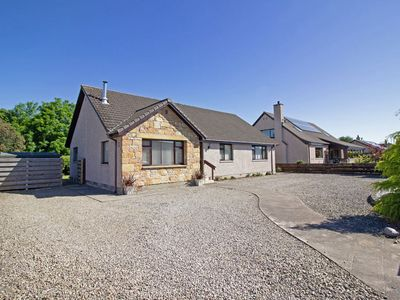Photo for Spacious 3-bedroom Holiday Home in the Heart of the Highlands.
