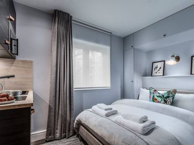 Photo for ★Walk to Hyde Park!★ Stylish Earl's Court Studio 7