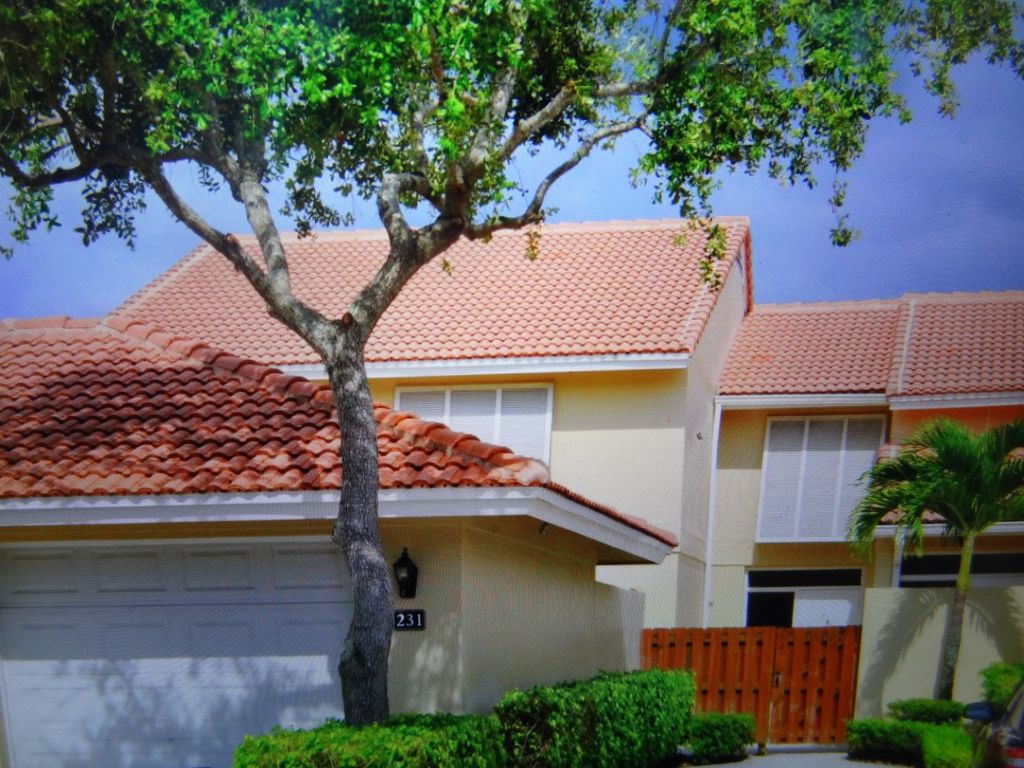 Palm Beach Gardens Townhome Rental   Front Gate Of The House