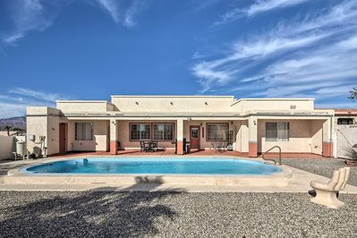 This vacation rental home in Bullhead City is ideal for groups of 13!
