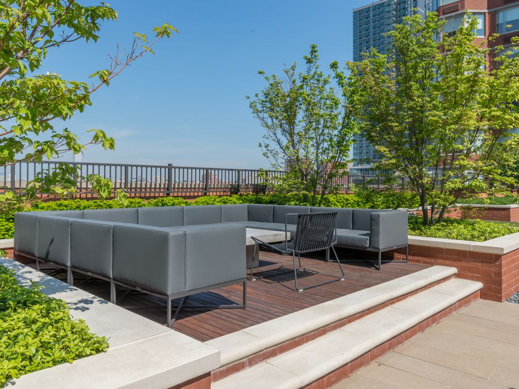Penthouse with private terrace stunning new york skyline for 10 river terrace nyc