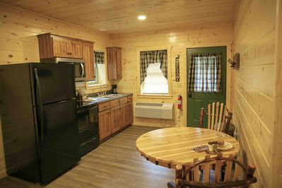 New! Cabin Suite with Kitchen, Fireplace, Living Room, King Master Bedroom  - Millersburg