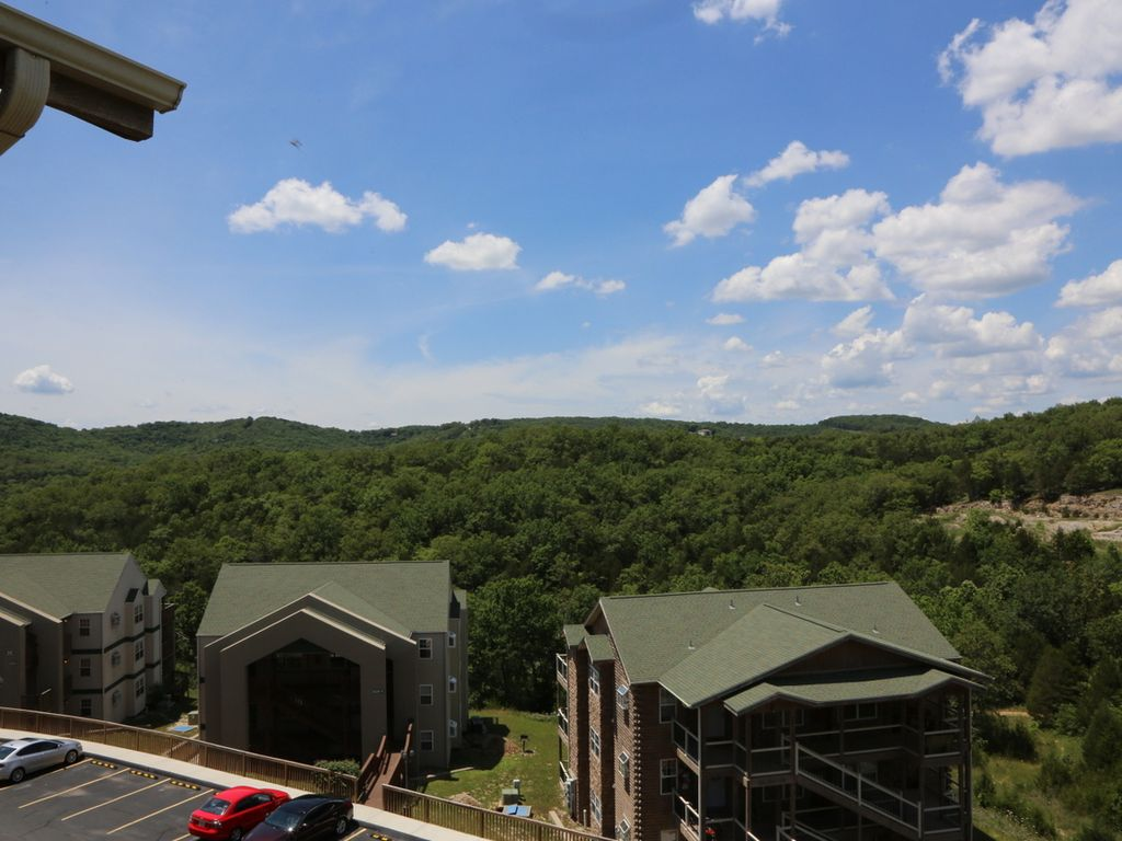 Branson vacation rental eagles nest indian point silver for Cabins near silver dollar city