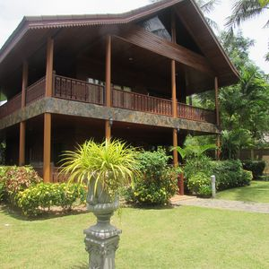Photo for 3 Bedroom Charming Luxury Villa Located On Bang Por Beach