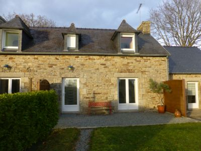 Photo for Charming stone cottage in Fouesnant