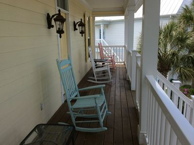 Front porch with 4 rockers.