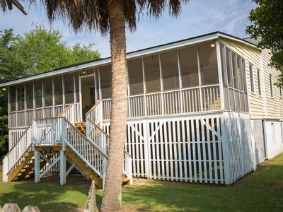 Photo for Classic Style Sullivan's Island house - Very Charming!