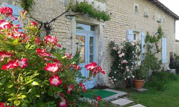 Charming restored farmhouse of the 18th century, access for pets