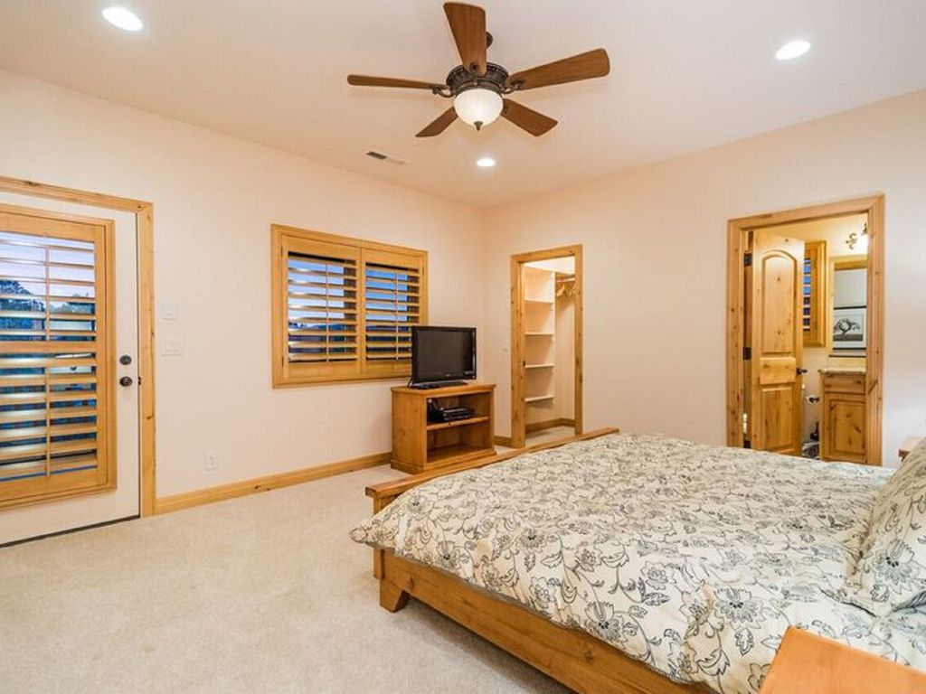 Luxury Cabin Bedrooms : Massive bedroom luxury cabin perfect for reunions and