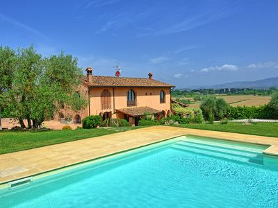 Photo for Luxury villa with air-conditioning, private pool and amazing views near Florence