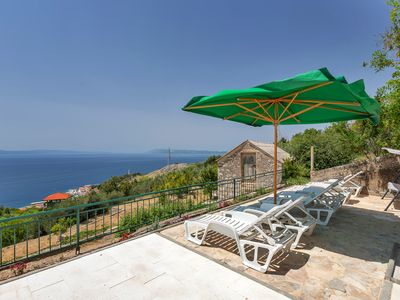 Photo for Charming stone house with whirlpool, sea view, sun loungers, barbecue, WiFi, 2 schZi