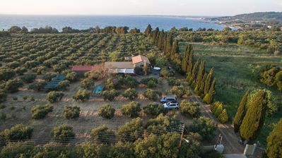 Photo for Stone cottage in olive grove:private beach access and splendid sea view
