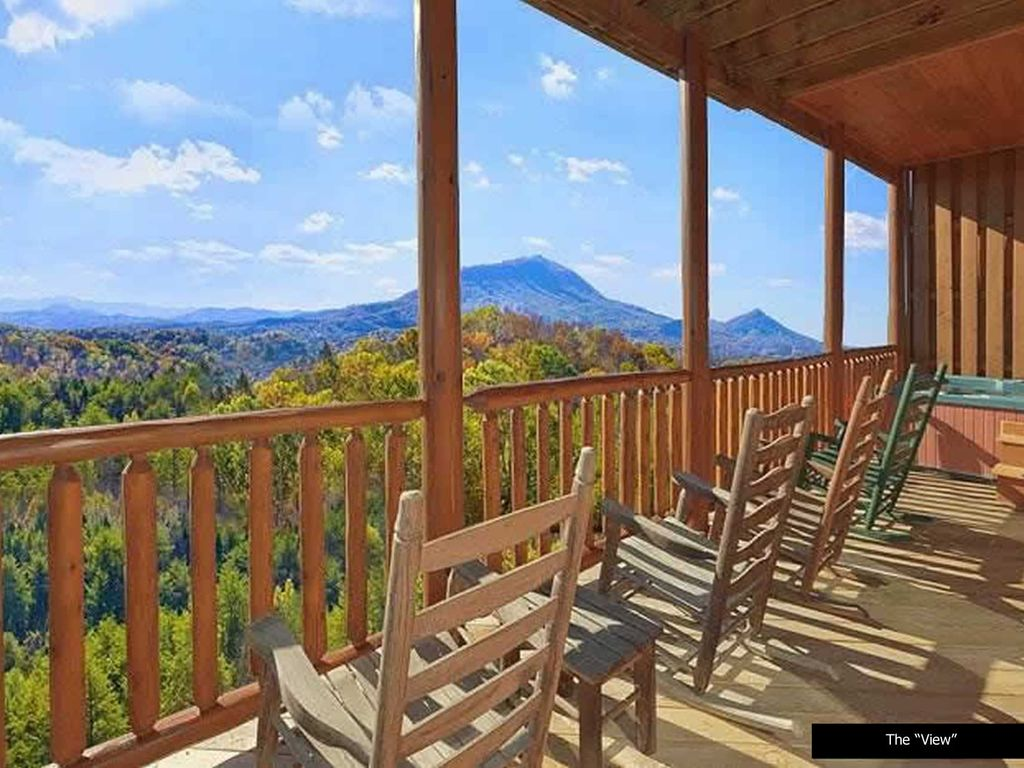 Luxury cabin overlooking the smoky mountains sevierville for Rent cabin smoky mountains