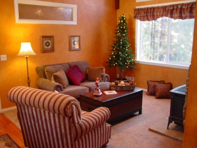 Tree Top Cottage- Romantic - HOT TUB - FREE WiFi- Pet Friendly 125.00/165.00