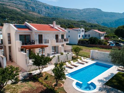 Luxury Vacation Home with a Private Swimming  pool  in Buljarica