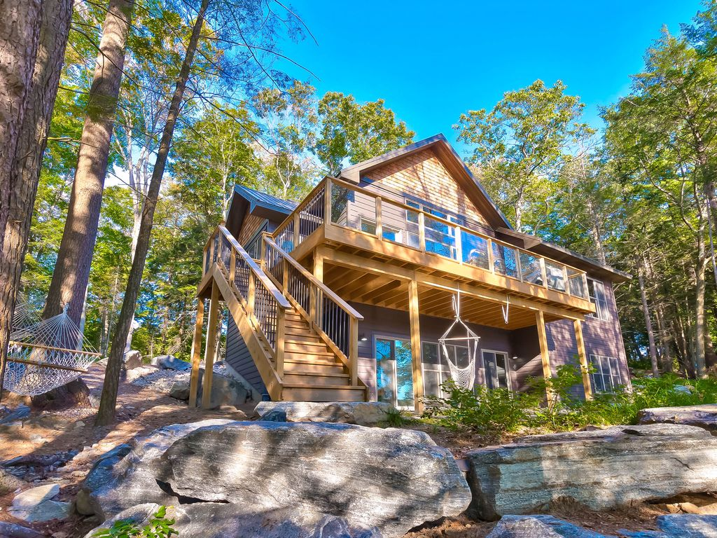 Large Family And Pet Friendly 5 Bedroom Lakeside Retreat! Get Away From It All!