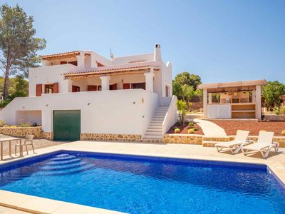 Photo for Large villa with pool and sea view 5 minutes from the beach