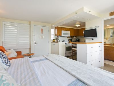 King Bed - Private Lanai, Pacific Ocean view Studio w/ Full Kitchen