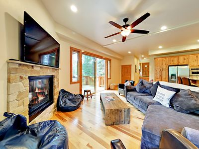 Living Room - Welcome to South Lake Tahoe! The living room features a gas fireplace and hardwood floors.