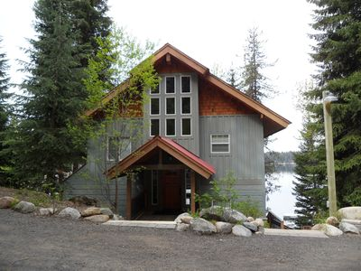 Frederick Lakeside Lodge - entry view from parking area.